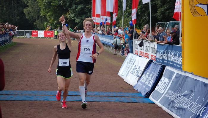 Josefine und Lennart Grube im Zieleinlauf